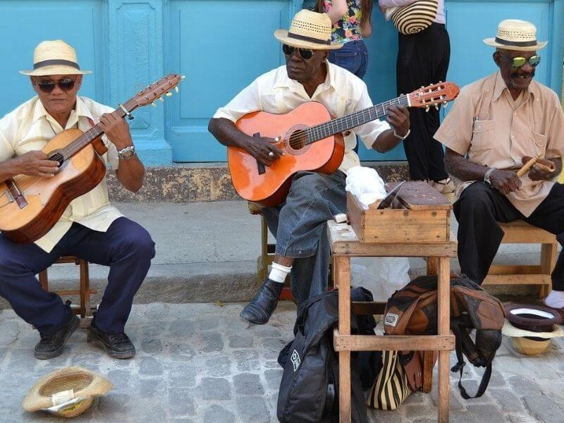 Szenvedély, gyakorlás, célok elérése, örömmel megélt élet, flow. Havana musica Cuba. Utcazenészek.